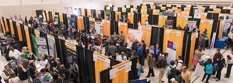 Career_Fair_Fall14-0694crop